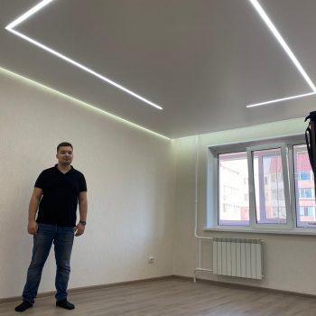 натяжной потолок со световыми вставками