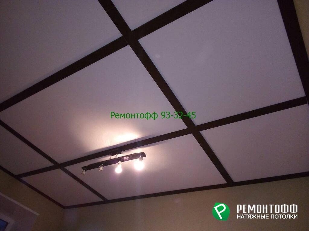 Белый матовый натяжной потолок оригинального стиля в Ульяновске.