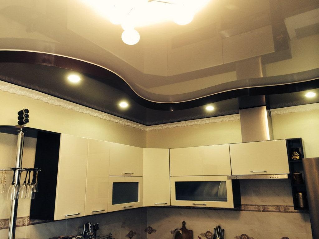 Глянцевый натяжной потолок цена от производителя Ремонтофф. Натяжные потолки в Ульяновске под ключ.