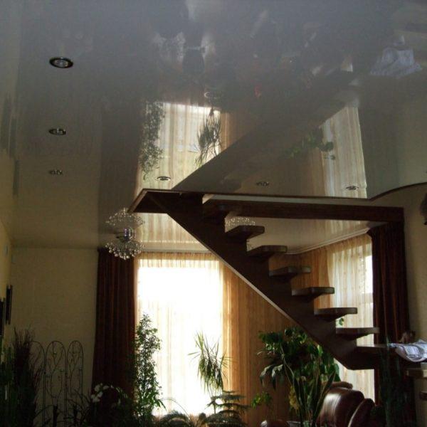 Натяжные потолки в коттедже фото, компания Ремонтофф. Натяжные потолки в Томске под ключ.