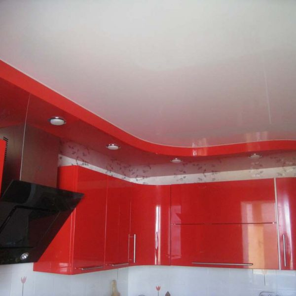 Натяжные потолки для кухни фото, компания Ремонтофф. Натяжные потолки в Томске под ключ.