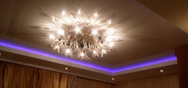 Натяжные потолки с подсветкой от производителя Ремонтофф. Натяжные потолки в Ульяновске под ключ.