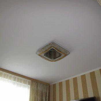 Натяжные потолки для спальни стоимость от производителя Ремонтофф. Натяжные потолки в Томске под ключ.