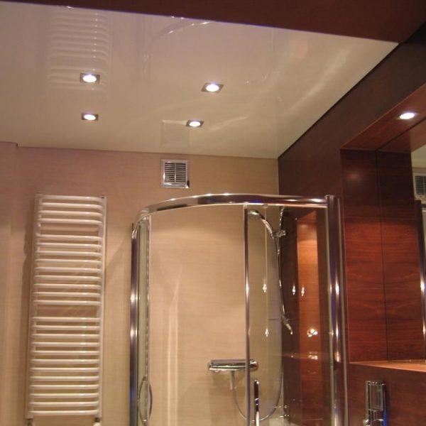Натяжной потолок в ванной фото, компания Ремонтофф. Натяжные потолки в Томске под ключ.